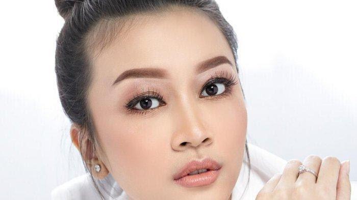 Ilustrasi wajah glowing wanita Indonesia